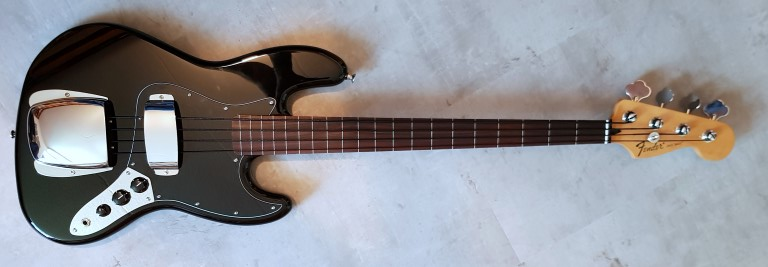 Fender-fretless (Custom).jpg